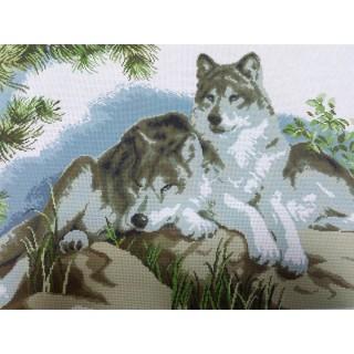 Пара волков (на камне)